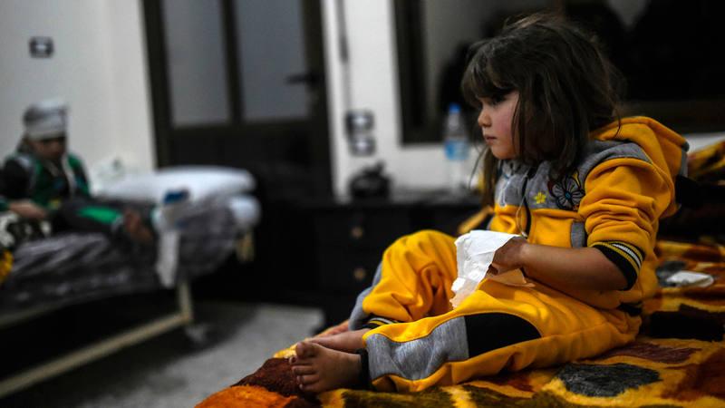 Una niña herida y su hermano, en un hospital de Siria