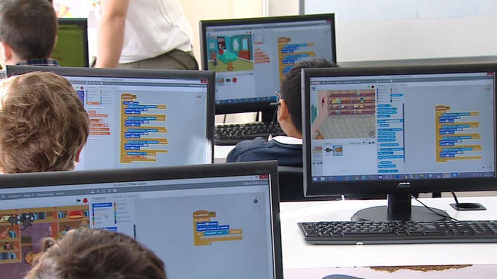 Nativos digitales, niños que aprenden a programar casi a la vez que a leer