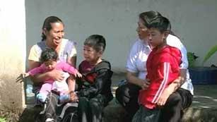 Niños con pasaporte del primer mundo, pero con vidas tercermundistas