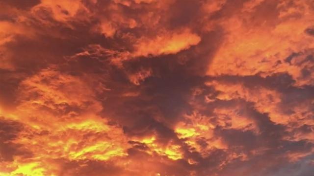Nube roja en Las Canteras