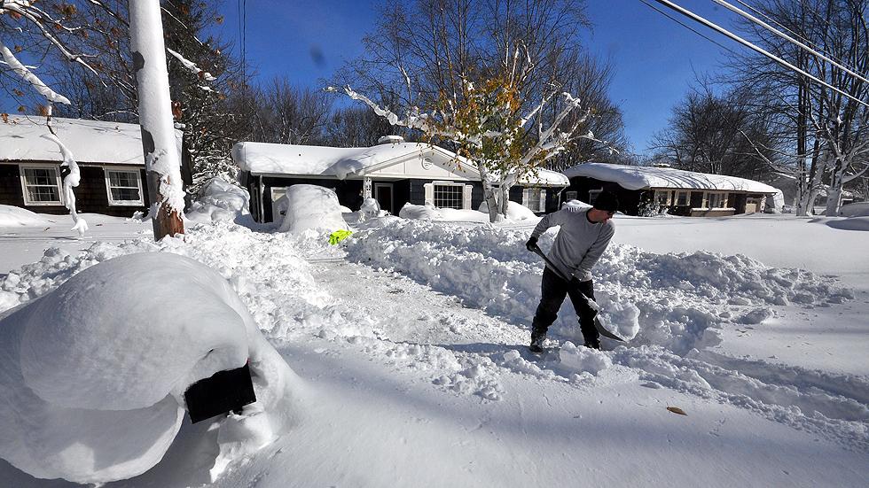 Nueva York decreta el estado de emergencia por un temporal de nieve que deja ya siete muer