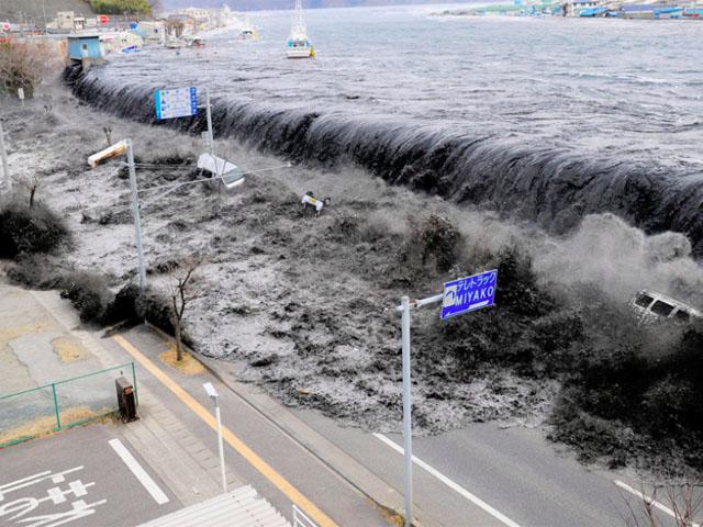 Nuevas imágenes del tsunami en Japón y de sus consecuencias