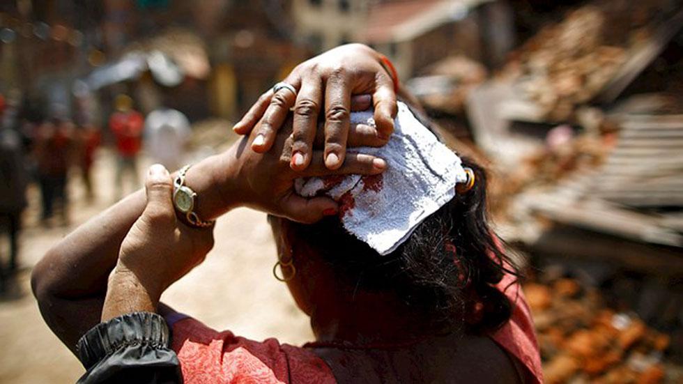 Las nuevas réplicas del terremoto reavivan el miedo en Nepal