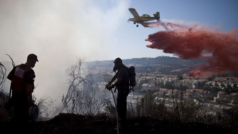 Un nuevo incendio en La Gomera se suma a los de Tenerife y La Palma, que siguen sin control