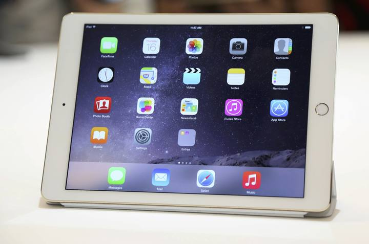 El nuevo iPad Air 2 mostrado al público después de la presentación en Cupertino