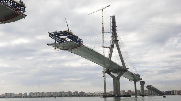 El nuevo puente de Cádiz, completado al 85%