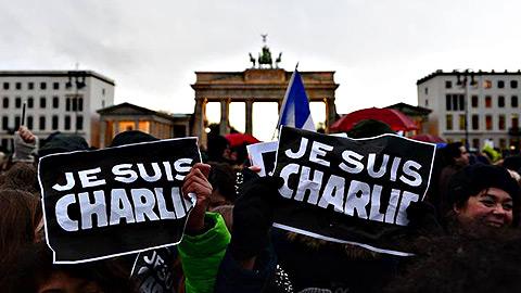 Ir al VideoUna obra de teatro indaga en la viralidad del 'Je suis Charlie'