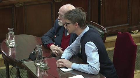 """Ir al VideoEl observador del 1-O Von Grundbergm asegura que él se costeó el viaje para mantener su """"independencia"""""""