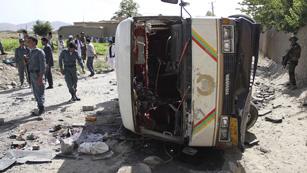 Ocho personas mueren en Kabul en un atentado talibán contra un minibus civil