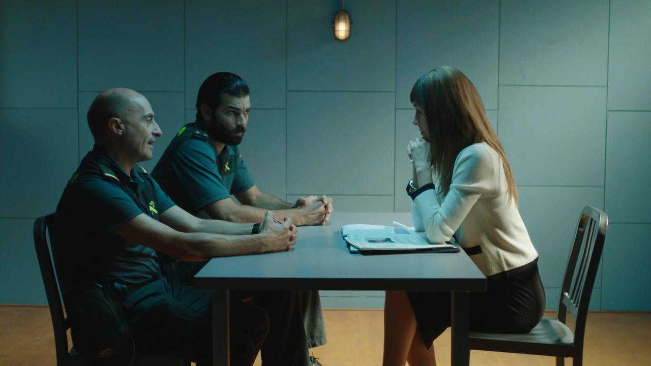 Olmos y Robles - Un psicóloga visita el cuartel de Ezcaray