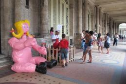 On Off: La bienal sale a la calle
