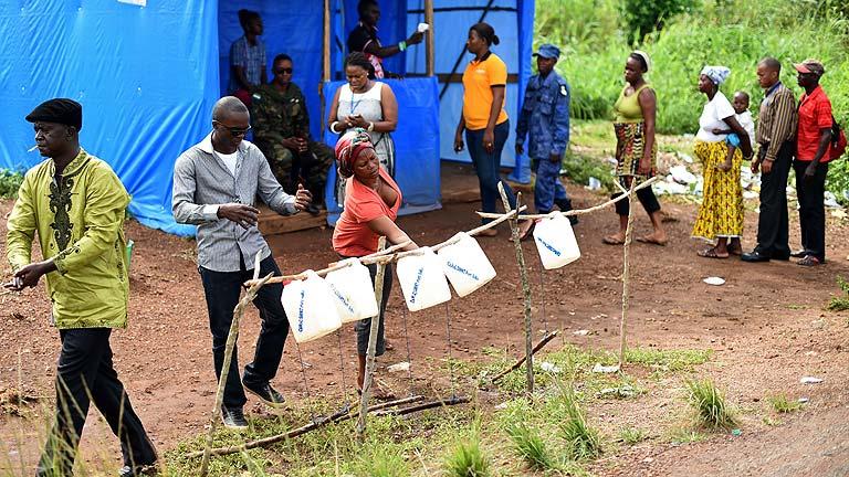 Las ONG siguen pidiendo medios contra el ébola en África