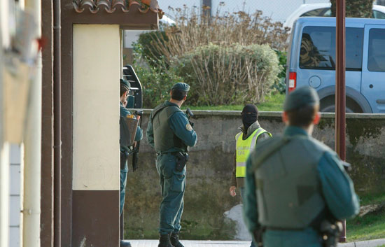 La Guardia Civil detiene a cuatro personas relacionadas con el presunto etarra, Ibai Beobide
