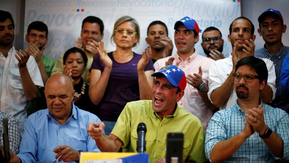 La oposición venezolana valida más del doble de firmas requeridas en el revocatorio contra Maduro.