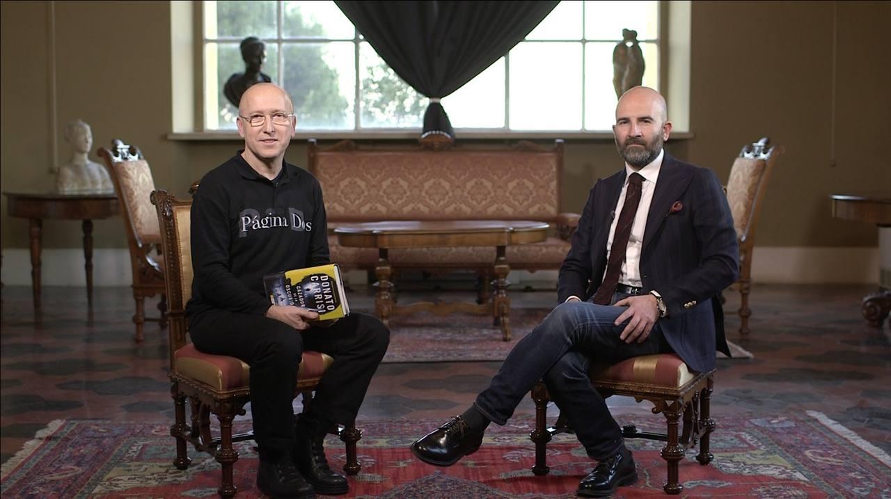 Óscar López, director de Página Dos, entrevista a Donato Carrisi en la Academia de España de Roma