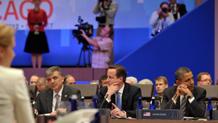 La OTAN sella la retirada de Afganistán en 2014 y negocia con Pakistán la apertura de rutas