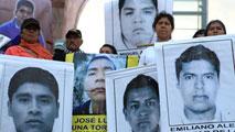 Ir al VideoLos padres de los jóvenes desaparecidos en México claman justicia