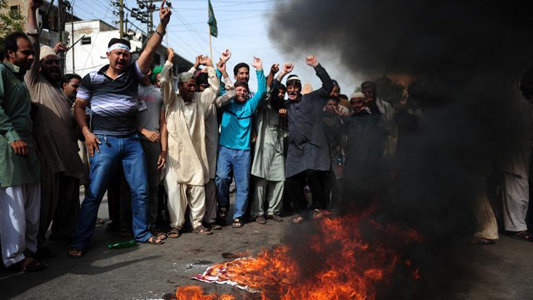 Pakistán vive de nuevo los peores incidentes por las protestas por el vídeo sobre Mahoma