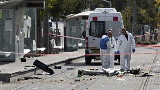 Un atropello y choques entre policías israelíes y jóvenes palestinos avivan la tensión en Jerusalén