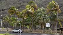 Ir al VideoLa Palma, la isla más afectada por el temporal, sufre un corte general de luz