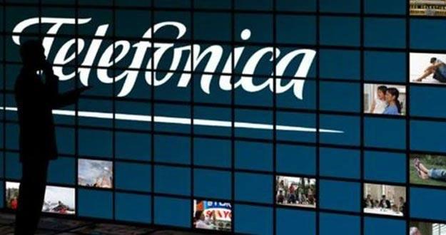 Panel de televisiones en un 'stand' de Telefónica