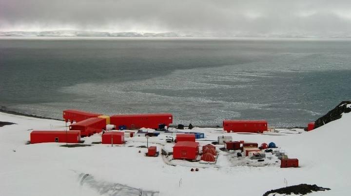 Panorámica de la base española Juan Carlos I, situada en la Isla Livingston de la Antártida.
