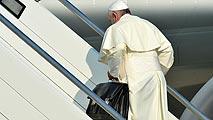 Ir al VideoEl papa emprende su viaje a Río de Janeiro