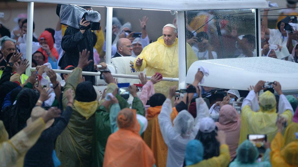 El papa Francisco reivindica en Manila el papel de la mujer en la sociedad