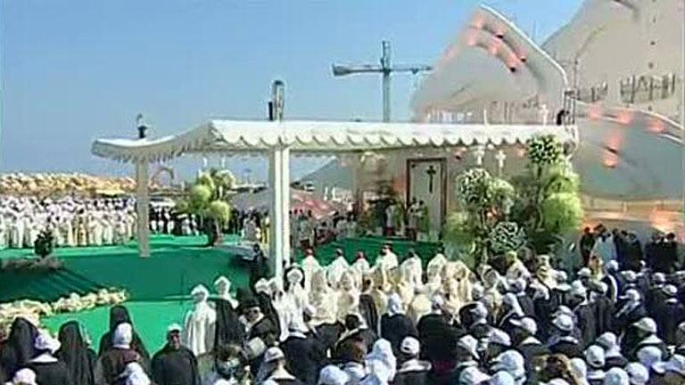 El papa oficia una misa en su despedida del Líbano