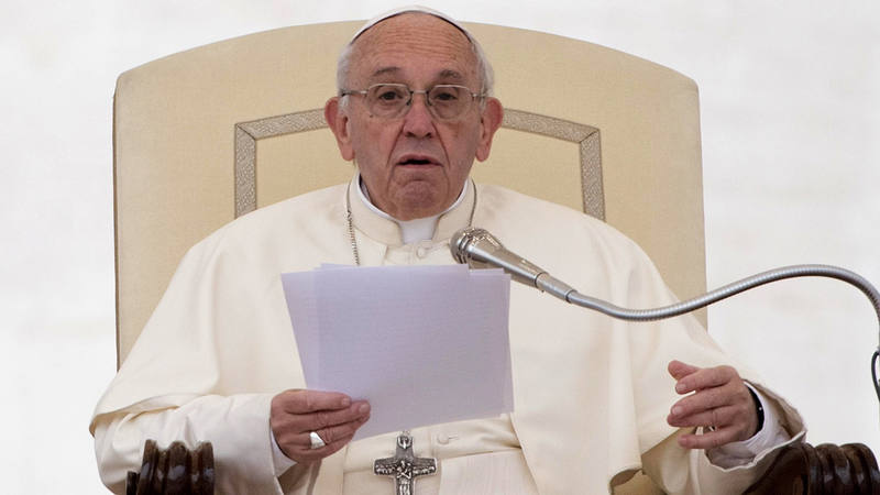 El papa preside una audiencia en la plaza de San Pedro