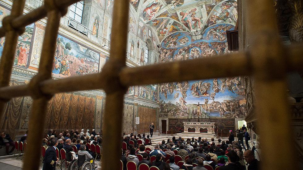 El Papa se encuentra en la Capilla  Sixtina con 150 indigentes