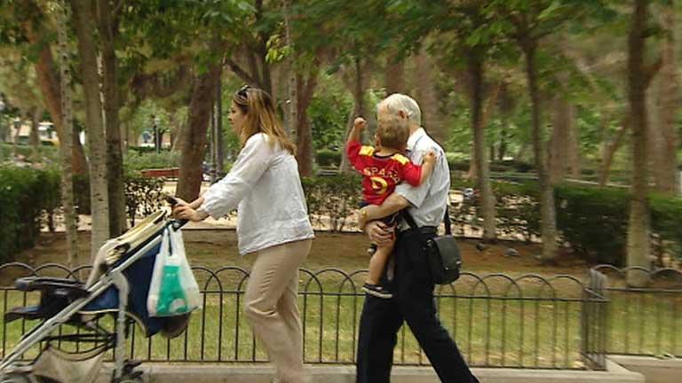 El papel que desempeñan los abuelos en las familias está cambiando