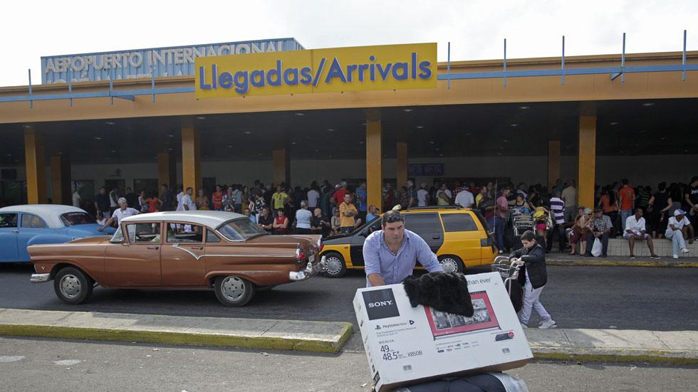 EE.UU. flexibiliza algunas normas sobre viajes, divisas y comercio con Cuba