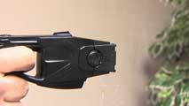 Ir al VideoEl Parlament de Cataluña debate el uso por parte de los Mossos D'esquadra de pistolas eléctricas