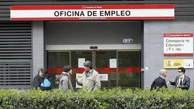 El paro sube dos décimas hasta el 25,1% en España y sigue estable en la UE