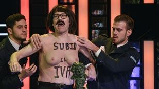 """La parodia de los 'chanantes' en los Goya 2014: """"Subid el IVA"""""""