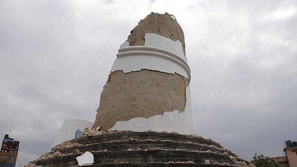 Ir al VideoParte del tesoro patrimonial de Nepal, destruido en un minuto