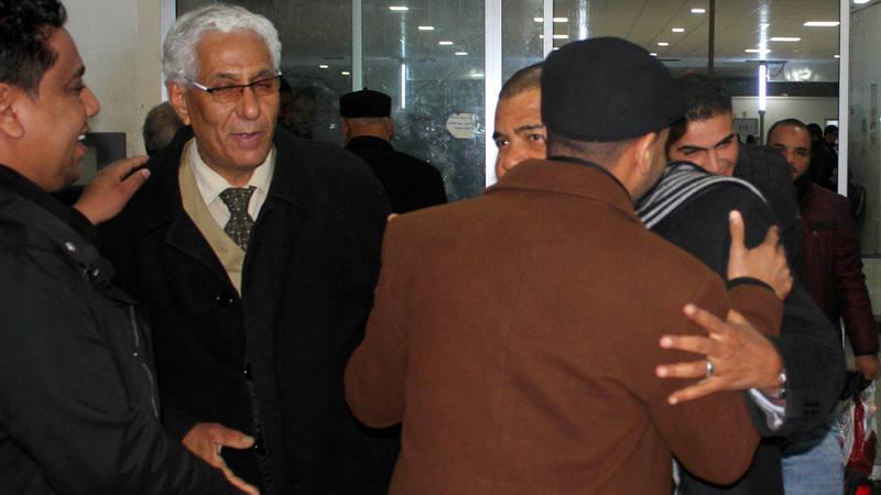 Pasajeros del aeropuerto que fue secuestrado y desviado a Malta regresan al aeropuerto de Trípoli.