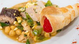 Saber Cocinar - Patatas con bonito y calamares con cucuruchos de hojladre