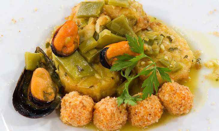 Saber cocinar - Patatas rebozadas en salsa con mejillones y judías verdes