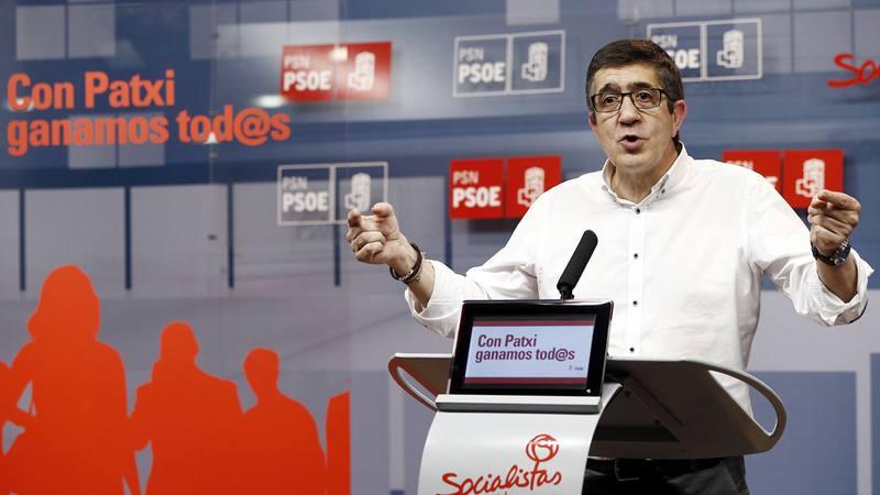 Patxi Lopez, durante un acto en la sede del PSN de Pamplona