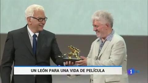 Ir al VideoPedro Almodóvar recibe el León de Oro de Honor de la Mostra de Venecia