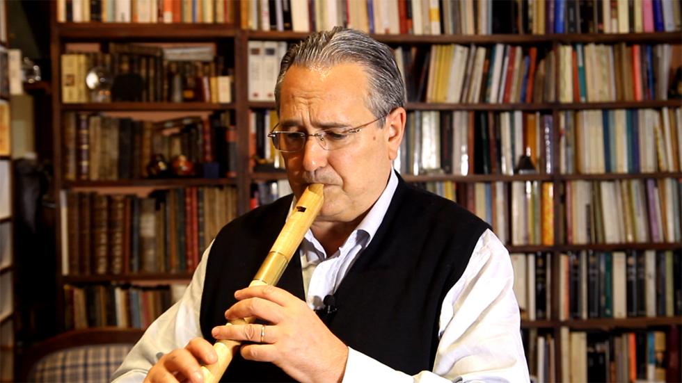 Pedro Bonet interpreta a la flauta 'Tres morillas me enamoran', del Cancionero de Palacio