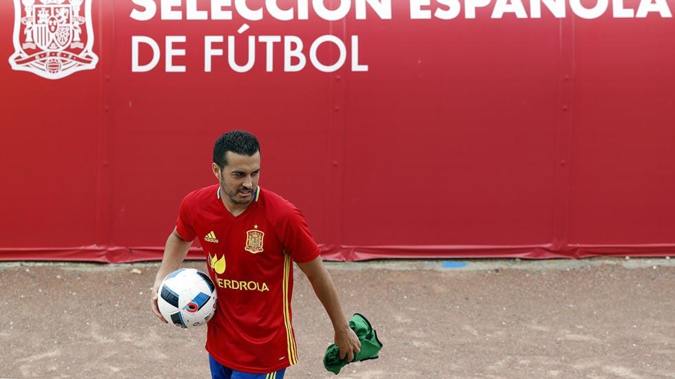 Pedro pide hablar ante los medios tras su queja por no tener minutos con la Roja