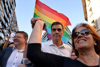 Pedro Sánchez participa en la manifestación del Orgullo Gay en Valencia