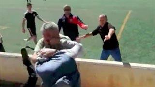 Pelea multitudinaria entre padres en un partido de fútbol infantil