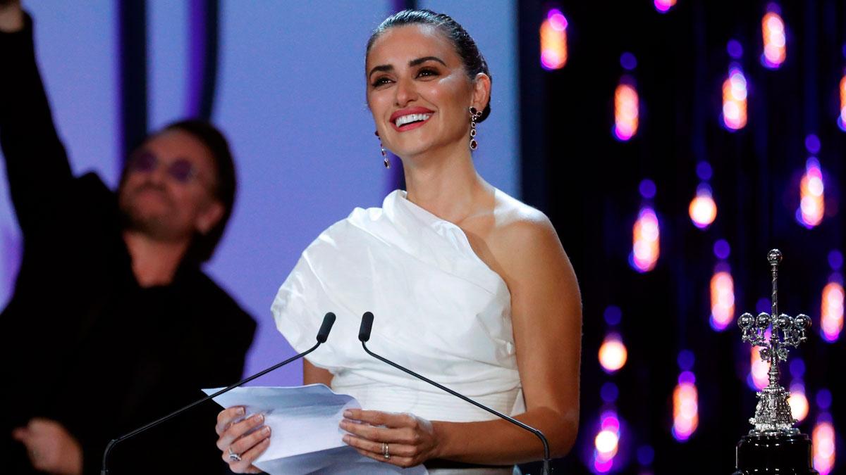 Ir al VideoPenélope Cruz recoge el Premio Donostia con un aplaudido alegato contra la violencia de género