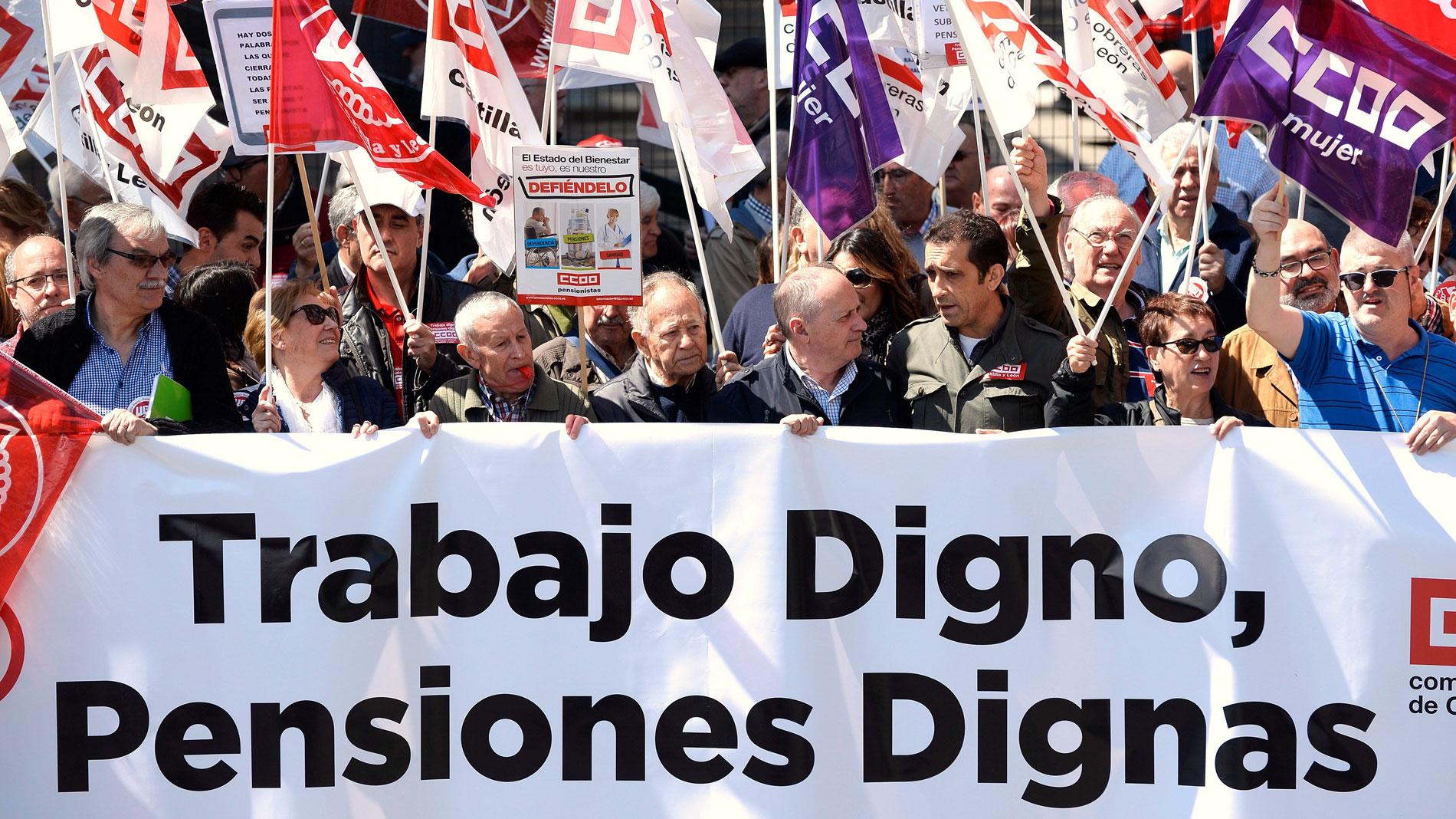Ir al VideoLos pensionistas vuelven a manifestarse para que se derogue la última reforma de 2013