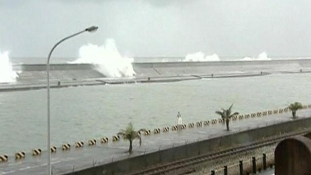 """Un nuevo tifón llamado """"Nanmandol"""" está azotando las costas de Asia"""
