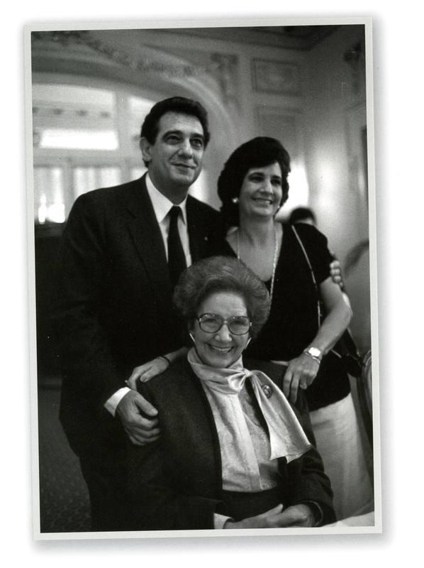 Pepita Embil y su familia.